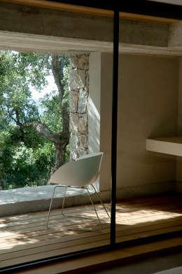 Vezzoni Associés: akdeniz tarzı tarz Oturma Odası