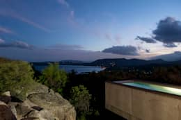 Piscinas de estilo mediterraneo por Vezzoni Associés