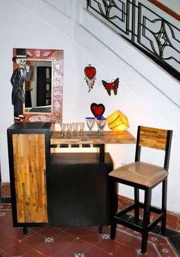Bar Reciclato: Hogar de estilo  por Segusino Muebles Condesa