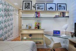 PROJETO IDENTIDADE BRASILEIRA - LIVING - SUÍTE DA MOÇA: Quartos  por Adriana Scartaris design e interiores