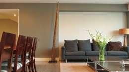 Salas / recibidores de estilo moderno por NIVEL TRES ARQUITECTURA