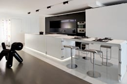 atelier d'architecture Yvann Pluskwa: minimal tarz tarz Mutfak