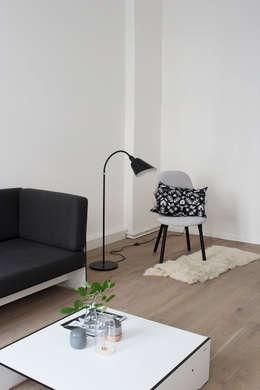RIVA Lounge Beistelltisch: skandinavische Wohnzimmer von conmoto