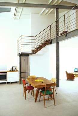 Rénovation Loft Montreuil. François Corvi Architecture www.corvi-architecte.com: Cuisine de style de style Industriel par Grazia Architecture