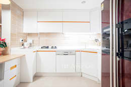 Cocinas de estilo moderno por 퍼스트애비뉴
