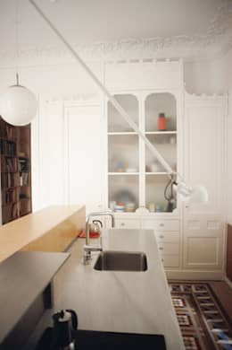 Cocinas de estilo moderno por PARRAMON + TAHULL arquitectes