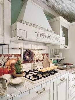rustieke & brocante Keuken door ROMANO MOBILI dal 1960