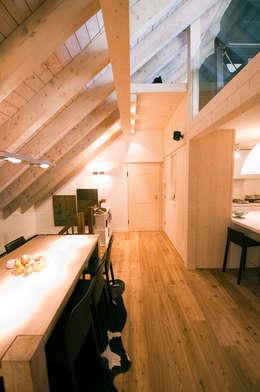 Couloir et hall d'entrée de style  par Architetto Beltrame Claudio