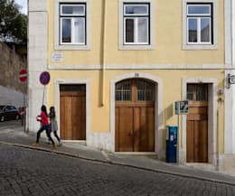 Atelier Calçada do Correio Velho (2014): Lojas e espaços comerciais  por pedro pacheco arquitectos