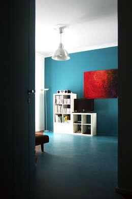 Blue Monday:  in stile  di Q&A Architecture Design Research