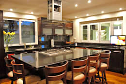 Cocinas de estilo moderno por CORTéS Arquitectos