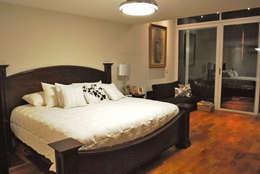 classic Bedroom by CORTéS Arquitectos