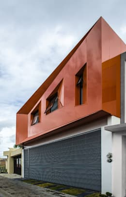 modern Houses by PLASTIK ARQUITECTOS