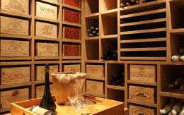Cave à vin sur mesure en chêne - Knokke: Cave à vin de style de style Classique par Degré 12