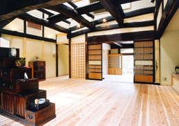 再生により構造体を現わしにしたリビング: 株式会社古田建築設計事務所が手掛けたリビングです。
