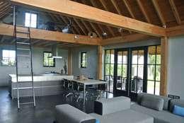 country Living room by landelijkebouwstijl
