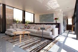Salas / recibidores de estilo moderno por ZD+A