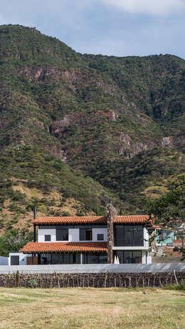 Casa San Juan :  de estilo  por c3 Arquitectos
