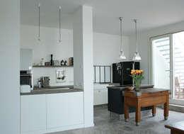 Berlin Interior Design: endüstriyel tarz tarz Mutfak