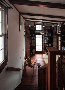苦楽園のA邸 リビング2: 一粒社ヴォーリズ建築事務所が手掛けた和室です。