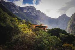 Casa Narigua : Casas de estilo moderno por P+0 Arquitectura