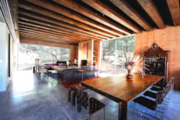 rustic Dining room by P+0 Arquitectura