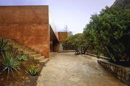 Casa Narigua : Casas de estilo rústico por P+0 Arquitectura