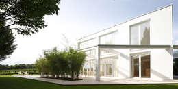 Projekty, minimalistyczne Domy zaprojektowane przez brandl architekten . bda