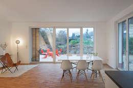 Klein und goßzügig - Neubau eines Einfamilienhauses in Berlin: moderne Esszimmer von Maedebach & Redeleit Architekten