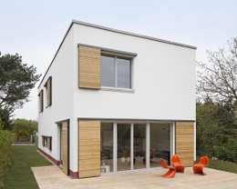 Klein und goßzügig - Neubau eines Einfamilienhauses in Berlin: moderne Häuser von Maedebach & Redeleit Architekten