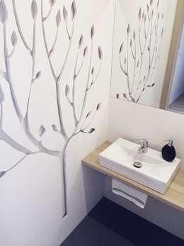 Dom jednorodzinny projekt parteru: styl , w kategorii Łazienka zaprojektowany przez White Interior Design