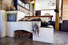 rustic Houses by Bianka Mugnatto Design de Interiores