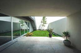 modern Garden by P+0 Arquitectura