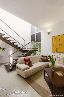 Casa Kopché: Salas de estilo moderno por Grupo Arquidecture