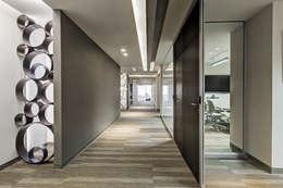 Edificios de oficinas de estilo  por usoarquitectura