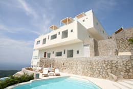 Casa blanca: Terrazas de estilo  por BNKR Arquitectura