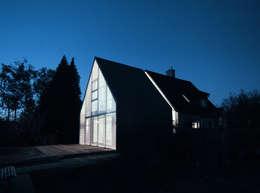 Wohnhaus Nacht:  Wohnzimmer von Haack + Höpfner . Architekten und Stadtplaner BDA