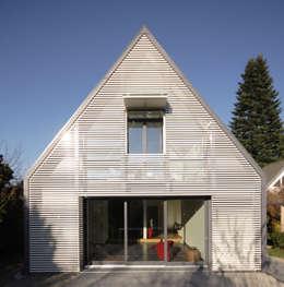 Wohnhaus Ansicht 5:  Wohnzimmer von Haack + Höpfner . Architekten und Stadtplaner BDA