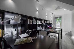 Estudios y oficinas de estilo ecléctico por Tiago do Vale Arquitectos