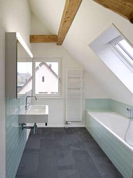 Projekty,  Łazienka zaprojektowane przez Cadosch & Zimmermann GmbH Architekten ETH/SIA