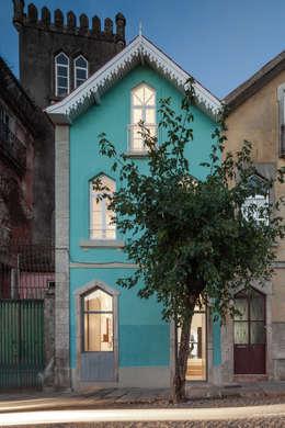eclectische Huizen door Tiago do Vale Arquitectos