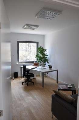 Dom D&J: styl , w kategorii Domowe biuro i gabinet zaprojektowany przez Pracownia Projektowa Ola Fredowicz
