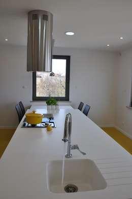 Dom D&J: styl , w kategorii Kuchnia zaprojektowany przez Pracownia Projektowa Ola Fredowicz