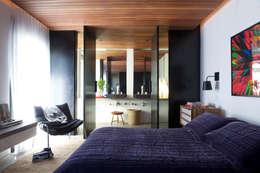 Mauricio Arruda Design: modern tarz Yatak Odası