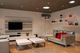 Salas de estilo minimalista por ESTUDIO GEYA