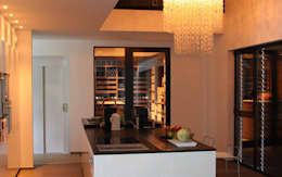 Cave à vin sur mesure en wengé - Luxembourg: Cave à vin de style de style Moderne par Degré 12