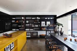LA HOUSE : Cozinhas modernas por STUDIO GUILHERME TORRES
