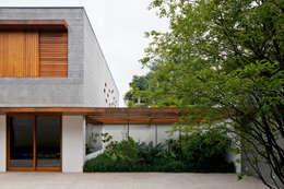 Jardin de style de style Moderne par Pascali Semerdjian Arquitetos