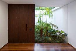 Ventanas de estilo  por Pascali Semerdjian Arquitetos