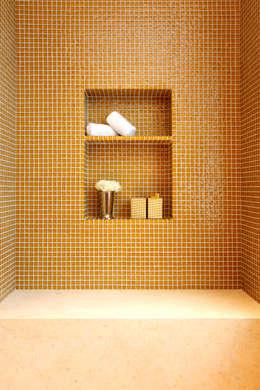 Bagno in stile in stile Moderno di Roselind Wilson Design